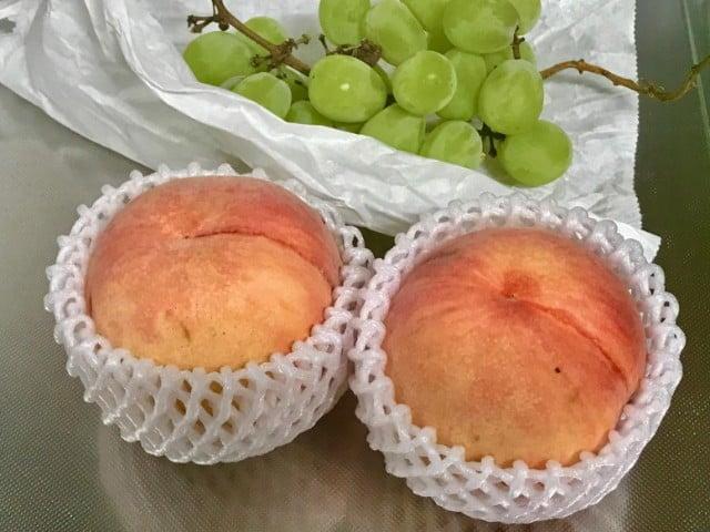お好きなフルーツをのせる